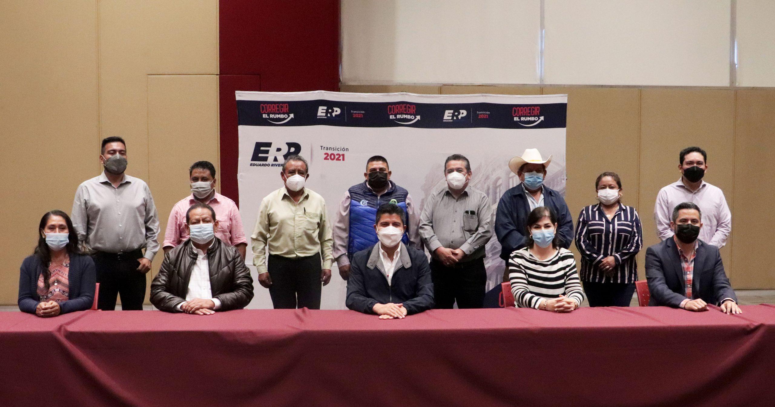 Se reúnen diputados y alcaldes electos de PSI con Eduardo Rivera Pérez